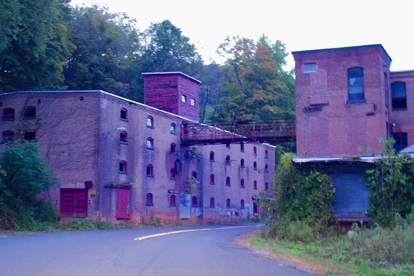 Abandoned mill buildings in Russell, Mass. Hidden-hills.com